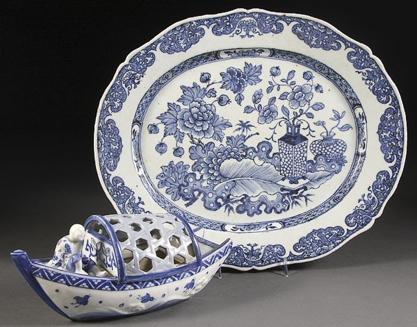 58: A CHINESE CANTON PORCELAIN BLUE  WHITE PLATTER