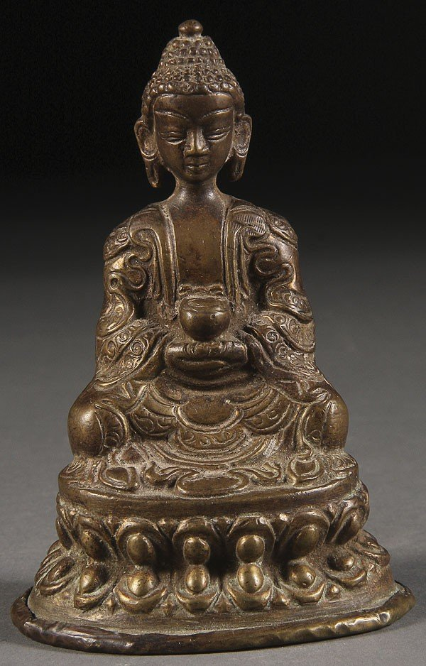 62: A CHINESE GILT BRONZE BUDDHA, 19TH /20TH CENTURY.