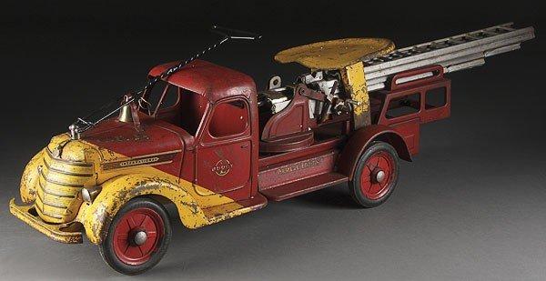 822: A BUDDY L TOY SIT & RIDE FIRE TRUCK, CIRCA 1930S