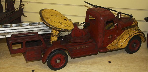 822: A BUDDY L TOY SIT & RIDE FIRE TRUCK, CIRCA 1930S - 3