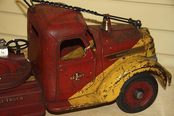 822: A BUDDY L TOY SIT & RIDE FIRE TRUCK, CIRCA 1930S - 4