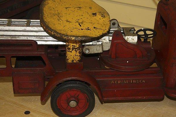 822: A BUDDY L TOY SIT & RIDE FIRE TRUCK, CIRCA 1930S - 5