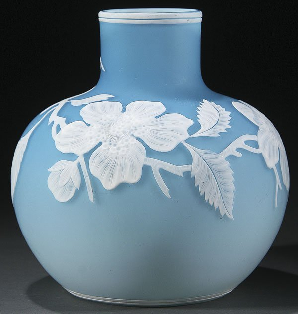 554:  CAMEO CARVED ART GLASS VASE, CIRCA 1900