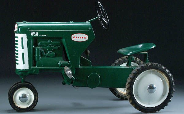 12: AN OLIVER MODEL 880 PEDAL TRACTOR circa 1958, cas