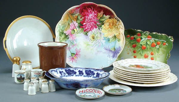 683: A COLLECTION OF 14 PIECES OF VINTAGE CHINA includ
