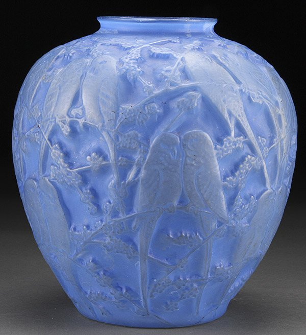 A CONSOLIDATED LOVEBIRDS ART GLASS VASE