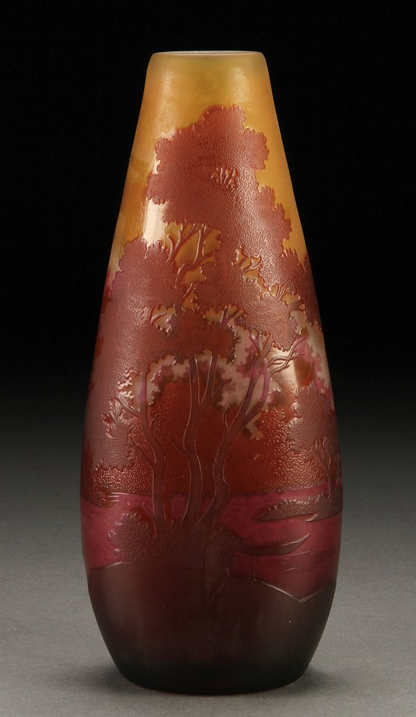 559: A GALLE FRENCH CAMEO ART GLASS VASE, C. 1900