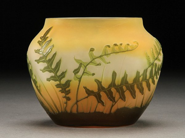 563: A GALLE FRENCH CAMEO ART GLASS VASE