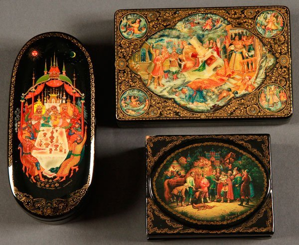 PAIR OF RUSSIAN LACQUER BOXES, PALEKH AND KHOLUI