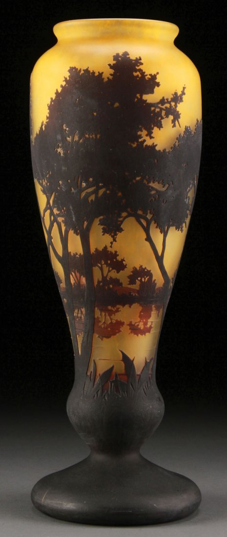 A GOOD DAUM NANCY FRENCH CAMEO ART GLASS VASE