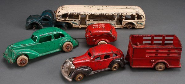 AN ARCADE AND KENTON CAST IRON TOY VEHICLE GROUP