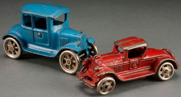 A PAIR OF EARLY CAST IRON TOY VEHICLES, CIRCA 1920S.