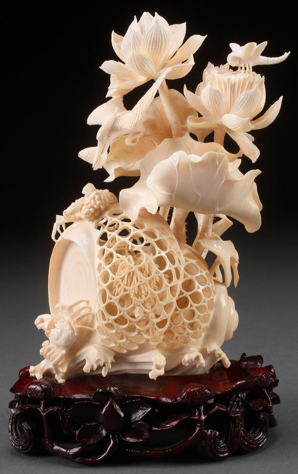 A VERY FINELY CARVED CHINESE IVORY FIGURAL GROUP,