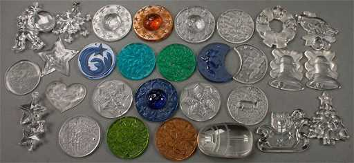 - A LALIQUE AND TIFFANY GLASS CHRISTMAS ORNAMENT GROUP