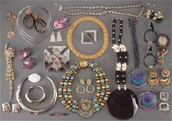 A LARGE GROUP OF VINTAGE COSTUME JEWELRY
