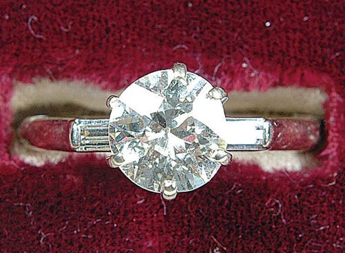 1883: A LADIES 14KT WHITE GOLD DIAMOND RING c