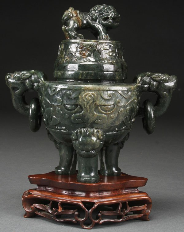 A FINE CHINESE CARVED SPINACH JADE TRIPOD CENSER