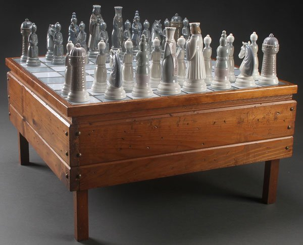 LLADRO PORCELAIN MEDIEVAL CHESS SET, LATE 20TH C