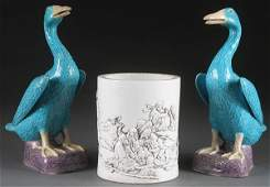 A THREE PIECE CHINESE PORCELAIN GROUP.