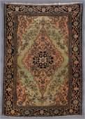 A PERSIAN FARAHAN SAROUK ORIENTAL RUG, CIRCA 1910