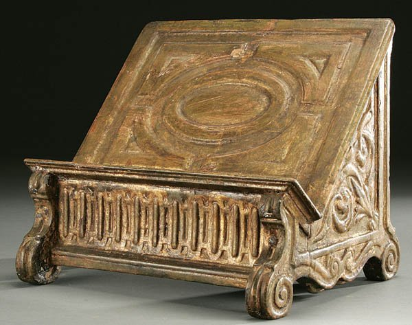 375: AN 18TH CENTURY CARVED AND GILT WOOD MISSAL STAND