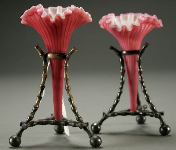 7: A PAIR OF STEVENS AND WILLIAMS POSY VASES,  RUFFL