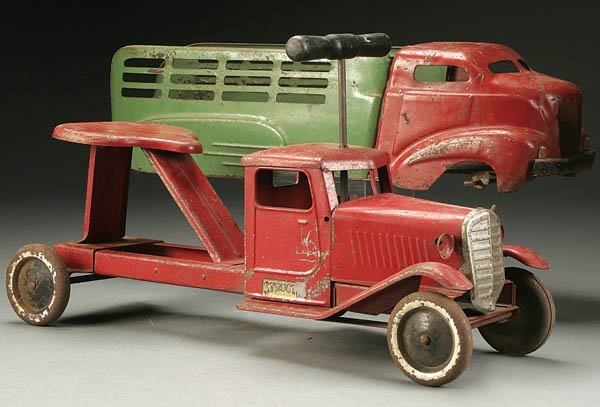 835: A STRUCTO RIDE-ON TOY TRUCK early 20th century, m