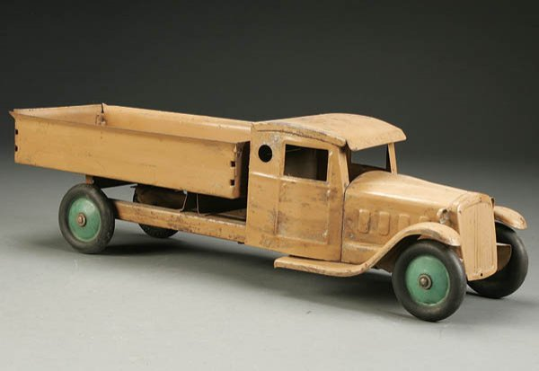 842: A STRUCTO TOY TRUCK early 20th century, with late