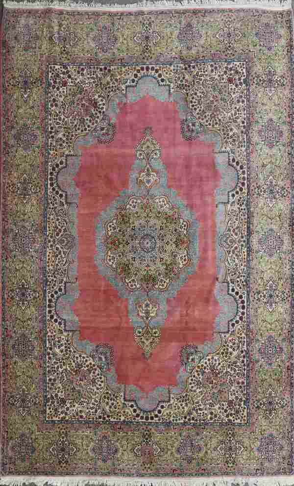 A GOOD ROOM SIZED HAND WOVEN ORIENTAL CARPET