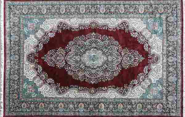 AN ISPHAHAN ROOM SIZED HAND WOVEN ORIENTAL CARPET