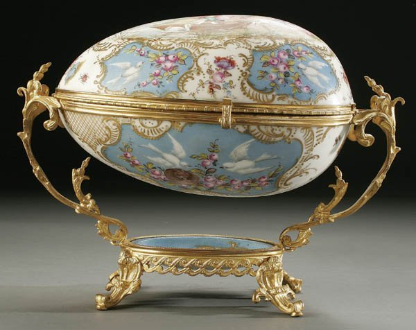 748: A FRENCH SEVRES-STYLE EGG FORM DRESSER BOX: PORCE