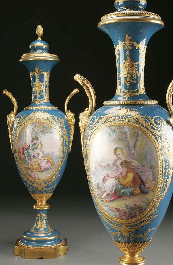 761: A PAIR OF SEVRES TYLE COVERED URNS : PORCELAIN AN