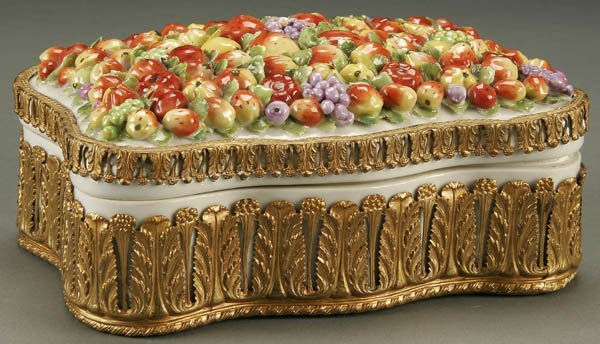 767: GERMAN PORCELAIN AND ORMOLOU MOUNTED COVERED BOX