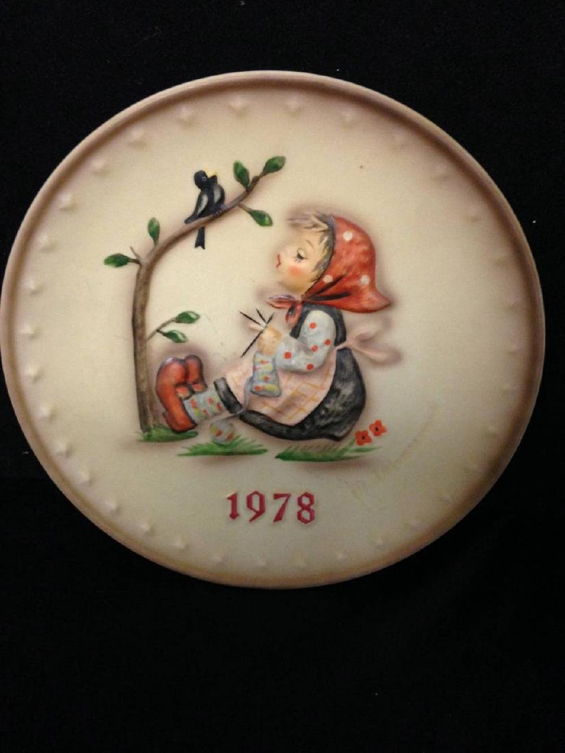 1978  MJ Hummel 8th Annual Collector Plate Happy
