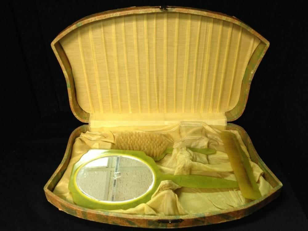 Bakelite 3 Piece Vanity Set