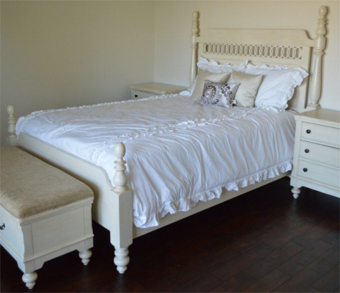 New: Howard Miller Cottage Queen Bed & Mattress Set