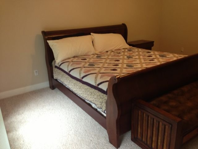 Louis Philipe Sleigh Bed: King Size