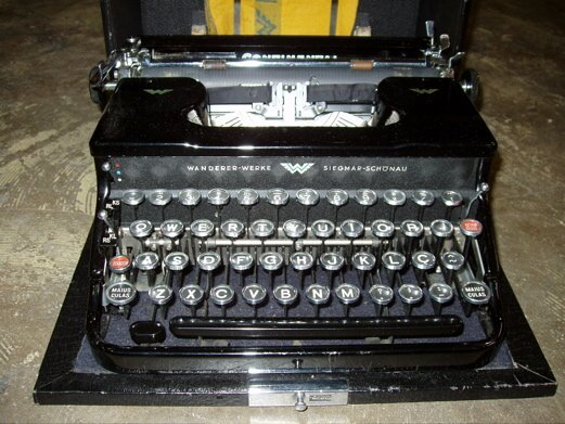 25: Antique Typewriter