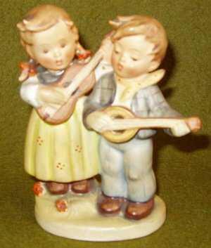 488 Hummel Goebel Figurine Boy And Girl Playing Guitar