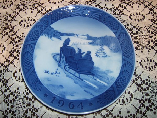 211: Royal Copenhagen Plate, Fetching the Christmas Tre