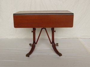 20: Mahogany Drop Leaf Dining Room Table/Coffee Table