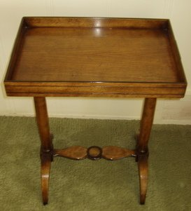 211: Beacon Hill Old Colony Lamp Table