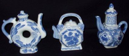 13: 3 Oriental Decorative Tea Pots
