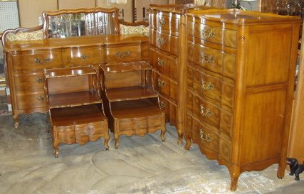 17: John Widdicomb French Style Serpentine Bedroom Set
