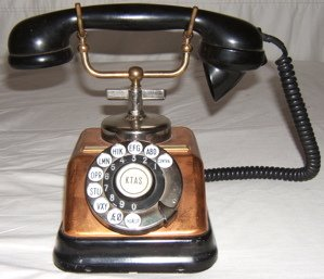401: Antique Style Table Top Telephone