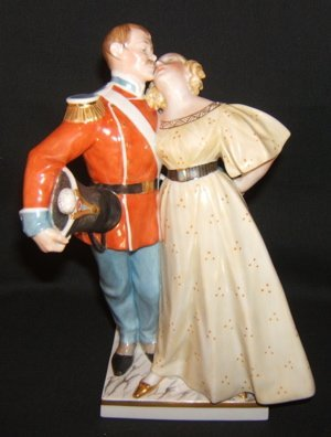304: Denmark Figure Soldier With Young Woman