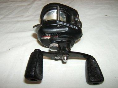 681: V-Mag 3 Ryobi Fishing Reel - 2