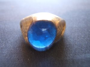 1006: Antique 10kt Gold Ring with Blue Stone