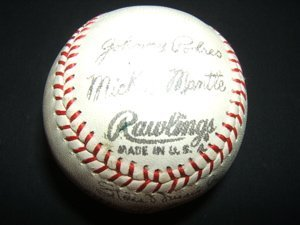 1019: Autograph Baseball N.Y. Yankees Mickey Mantle-Sta