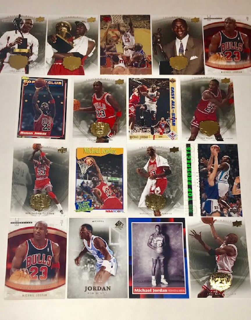 Lot of 17 Vintage MICHAEL JORDAN Basketball Cards
